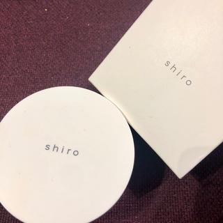 シロ(shiro)のshiroほぼ新品フェイスパウダー(フェイスパウダー)