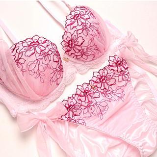 セクシーな✨♥️大人のラインフラワー刺繍ブラショーツセット(ブラ&ショーツセット)