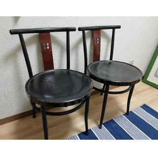 カリモクカグ(カリモク家具)のウッドチェアー 椅子二脚(テーブル/チェア)