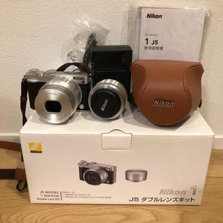 ニコン(Nikon)の【日曜までの限定価格】NIKON J5 ミラーレス ケース付き(ミラーレス一眼)