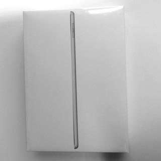 アイパッド(iPad)のiPad 9.7インチwifiモデル第6世代 128GB シルバー 新品未開封(タブレット)