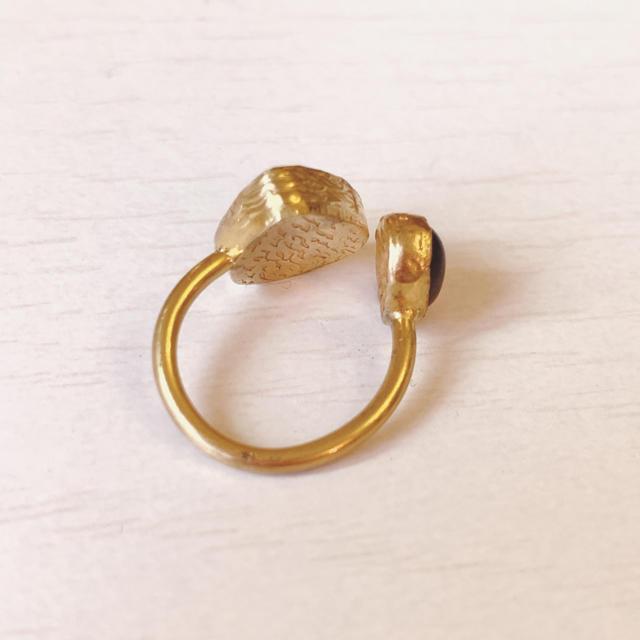 【インド製】天然石×真鍮ピンキーリング♤︎美品♤︎サイズフリー レディースのアクセサリー(リング(指輪))の商品写真
