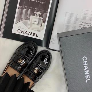 シャネル(CHANEL)のCHANEL エナメル ローファー(ローファー/革靴)