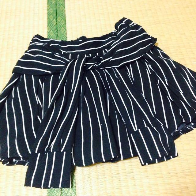 Avail(アベイル)のストライプ黒スカート レディースのスカート(ミニスカート)の商品写真