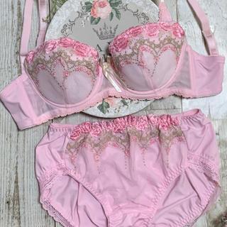 新品 ピンク刺繍ブラセットB70(ブラ&ショーツセット)