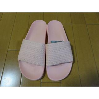 アディダス(adidas)のアディダス adidas ADILETTE ピンク サンダル 27.5㎝(サンダル)