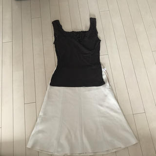 トランスコンチネンツ(TRANS CONTINENTS)の茶キャミソール  白スカート 2点セット トランスコンチネンツ レディス S(キャミソール)