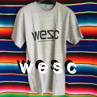 ウィーエスシー(WeSC)のWeSCウイーエスシーUS限定ベーシックロゴTシャツ S アッシュ(Tシャツ/カットソー(半袖/袖なし))