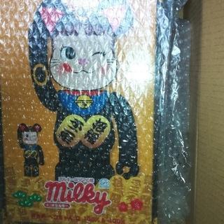 メディコムトイ(MEDICOM TOY)のBE@RBRICK 招き猫 ペコちゃん 黒   100% & 400%(キャラクターグッズ)