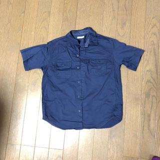 ジーユー(GU)のgu ネイビー シャツ かっこいいです。半袖シャツ(ブラウス)