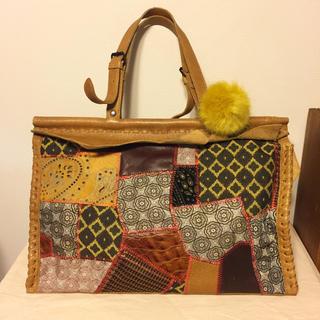 ジャマンピュエッシュ(JAMIN PUECH)のジャマンピュエッシュ 異素材のパッチワークのアーティスティックなバッグ 本革(ハンドバッグ)