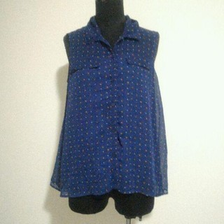 ジーユー(GU)のジーユー ノースリーブシフォンシャツ gu Mサイズ ネイビー 紺(シャツ/ブラウス(半袖/袖なし))