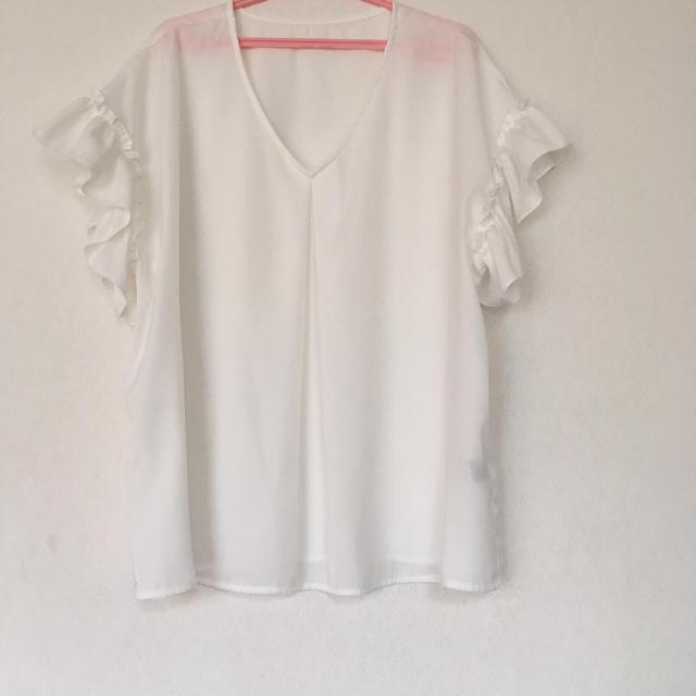 GU(ジーユー)のGU サテンラッフルブラウス レディースのトップス(シャツ/ブラウス(半袖/袖なし))の商品写真