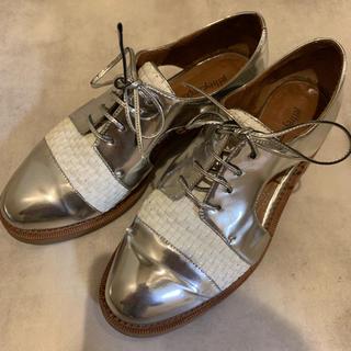 ジェフリーキャンベル(JEFFREY CAMPBELL)のジェフェリーキャンベル Jeffery Campbell 白 シルバー 39 L(ローファー/革靴)