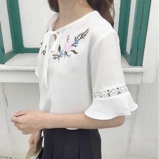 ジーユー(GU)のフリル ブラウス 半袖 シャツ 花柄 カットソー リボン シフォン 刺繍 白(Tシャツ(半袖/袖なし))