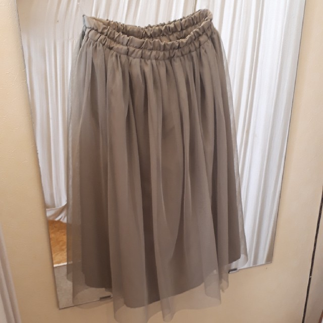GU(ジーユー)の春先にオススメ 子供服 カーキ レーススカート 140㌢ キッズ/ベビー/マタニティのキッズ服 女の子用(90cm~)(スカート)の商品写真