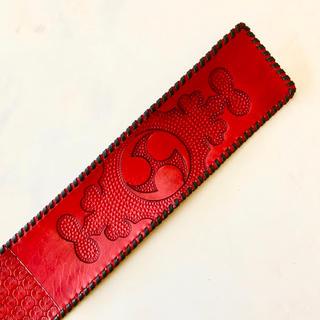 三線 胴巻き ティーガー 高級本牛革 レザーカービング 左御紋 米須三線店(三線)