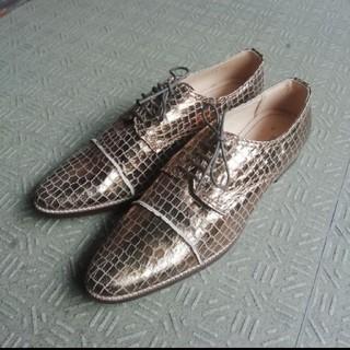 エーティー(A/T)のAT 鱗柄 シューズ ゴールド(ローファー/革靴)