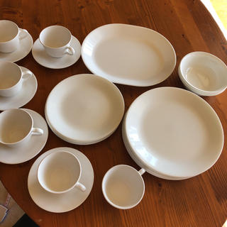 コレール(CORELLE)のコレール テーブルウエア セットで 大皿楕円形からソーサ&カップ 新生活に(食器)