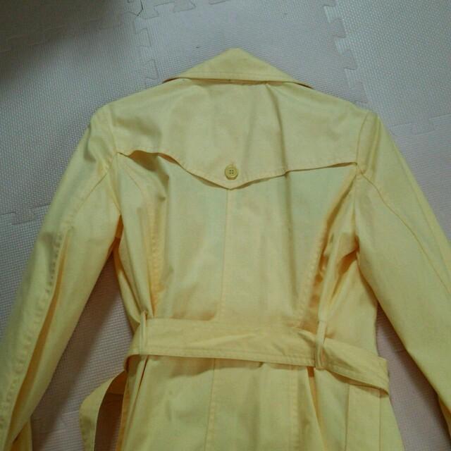 MICHEL KLEIN(ミッシェルクラン)のパステルイエロー  トレンチコート レディースのジャケット/アウター(トレンチコート)の商品写真
