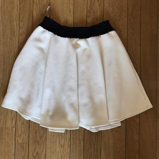 白 ミニスカート