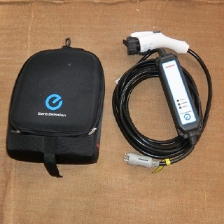 日産リーフ用の充電ケーブル(バッグ付き)