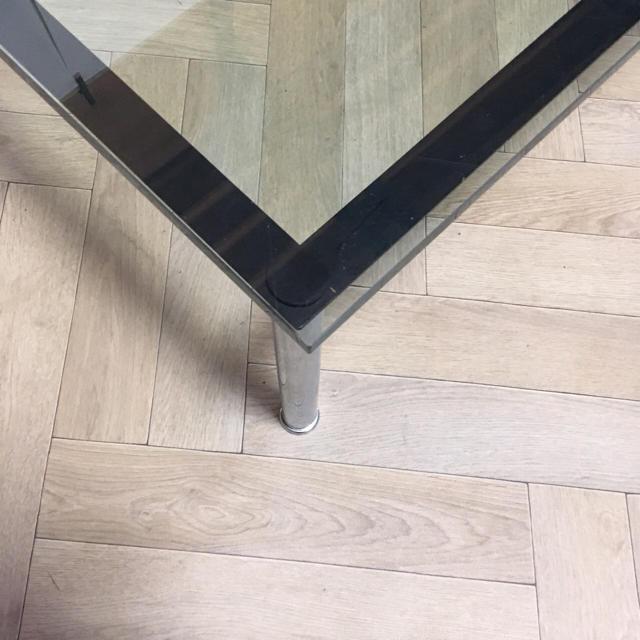 Cassina(カッシーナ)の美品 カッシーナ lc10-p ガラステーブル 約40万相当 インテリア/住まい/日用品の机/テーブル(ローテーブル)の商品写真