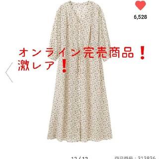 ジーユー(GU)のフラワープリントVネックワンピース(7分袖)(ロングワンピース/マキシワンピース)