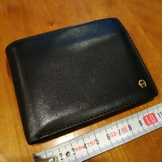 アイグナー(AIGNER)の✨AIGNERアイグナー 黒色の小銭入れ付き折財布♪(折り財布)