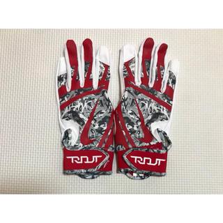 ナイキ(NIKE)の即購入OK ナイキ バッティング手袋 両手トラウトエッジ  ホワイト レッド(ウェア)