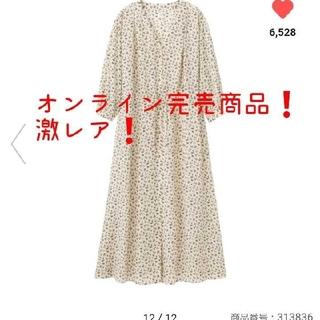 ジーユー(GU)のフラワープリントVネックワンピース(7分袖) M(ロングワンピース/マキシワンピース)