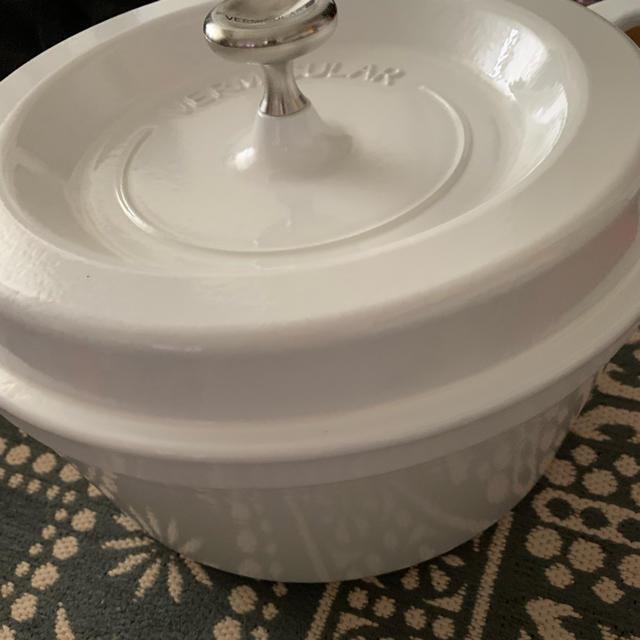 Vermicular(バーミキュラ)のVERMICULAR バーミキュラ パールホワイト22cm  インテリア/住まい/日用品のキッチン/食器(鍋/フライパン)の商品写真