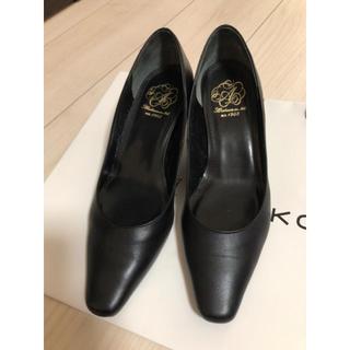 アカクラ(Akakura)の礼服用黒パンプス23.5(ハイヒール/パンプス)