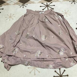 リズリサ(LIZ LISA)の刺繍入りアシメ膝丈スカート LIZ LISA(ひざ丈スカート)