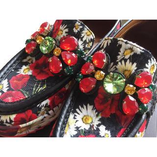ドルチェアンドガッバーナ(DOLCE&GABBANA)の美品1回着用のみDOLCE&GABBANAビジュー付きローファーフラワープリント(ローファー/革靴)