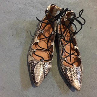 ジーユー(GU)のフラットパンプス パイソン 編み上げシューズ レディース靴(ローファー/革靴)