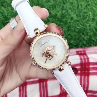 ヴェルサーチ(VERSACE)のVERSACE レディース ファッション 白 レザ腕時計(腕時計)