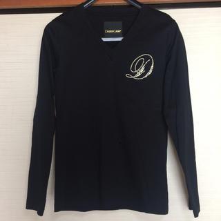 ドレスキャンプ(DRESSCAMP)のドレスキャンプ スワロフスキー・星型スタッズ使用胸Dロゴ ゴールドプリント 44(Tシャツ/カットソー(七分/長袖))