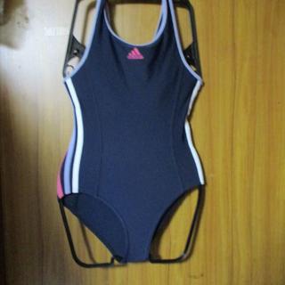 アディダス(adidas)の送料無料!アディダス競泳水着 紺色にピンクのライン サイズ140(101)(水着)