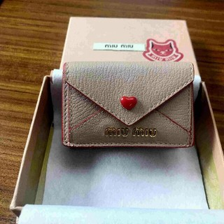 quality design 9a3a3 03e23 miumiu - ☆美品☆MIUMIUの可愛い二つ折り財布の通販|ラクマ