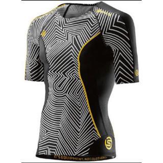スキンズ(SKINS)の新品未使用SKINS コンプレッション DNAMIC 半袖北嶋選手着用モデルXS(その他)