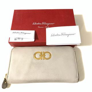 サルヴァトーレフェラガモ(Salvatore Ferragamo)のサルバトーレフェラガモ ラウンドファスナー 長財布 (財布)