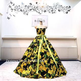ウエディングドレス(パニエ無料) 黄・緑花柄/黒背景 ブライダル披露宴/二次会 (ウェディングドレス)