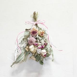 ボリューム淡いピンク薔薇、ラナンキュラスのスワッグ(ドライフラワー)