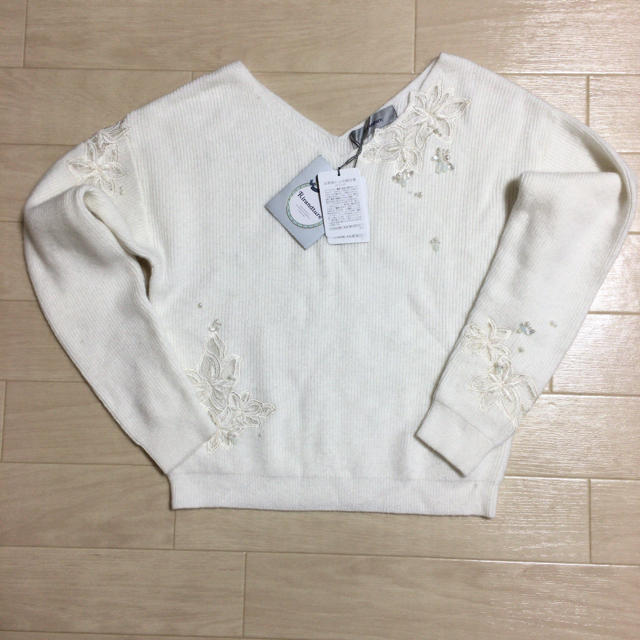Rirandture(リランドチュール)の新品未使用 リランドチュール モール刺繍前後Vニット レディースのトップス(ニット/セーター)の商品写真