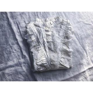 オフホワイトのフリルブラウス(シャツ/ブラウス(長袖/七分))