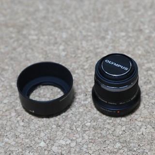 オリンパス(OLYMPUS)のオリンパス m.zuiko 45mm F1.8 ブラック フード付(レンズ(単焦点))