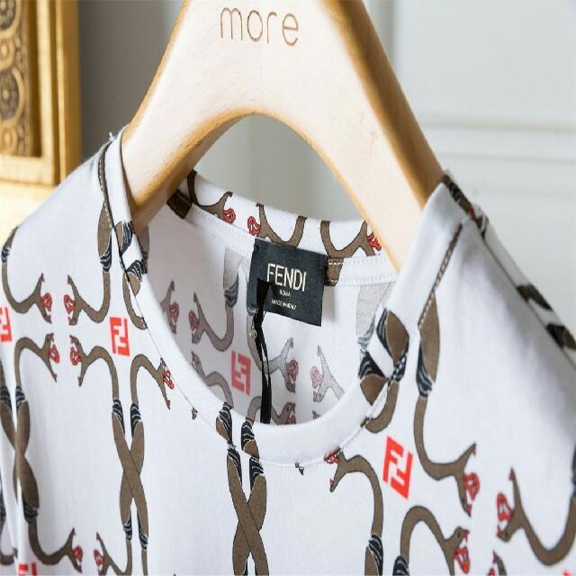 FENDI(フェンディ)のFENDI 半袖 ホワイト カッコいい メンズのトップス(Tシャツ/カットソー(半袖/袖なし))の商品写真