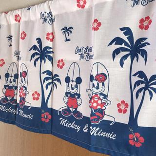 ディズニー(Disney)の【送料込】❤️ミッキー&ミニー カフェカーテン 110×45 新品未使用❤️(カーテン)