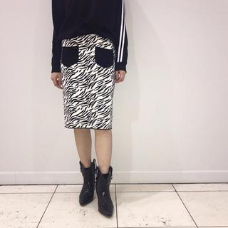 カウイジャミール(KAWI JAMELE)のZebra JQ knit SK《 black 》(ひざ丈スカート)
